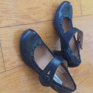 Steve Madden black leather Mary Janes